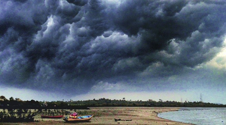 Image result for ગુજરાત વાવાઝોડુ